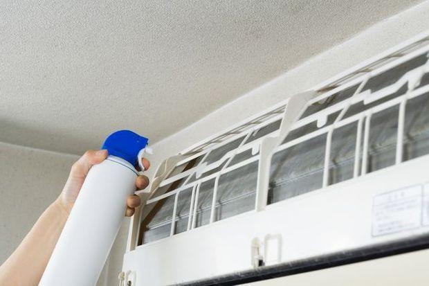 市販のエアコン洗浄スプレーは効果ある?効果的な方法は?